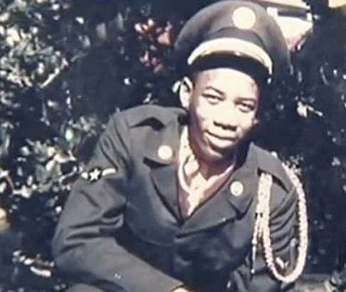 young-morgan-freeman-in-military-suit-photo-u1